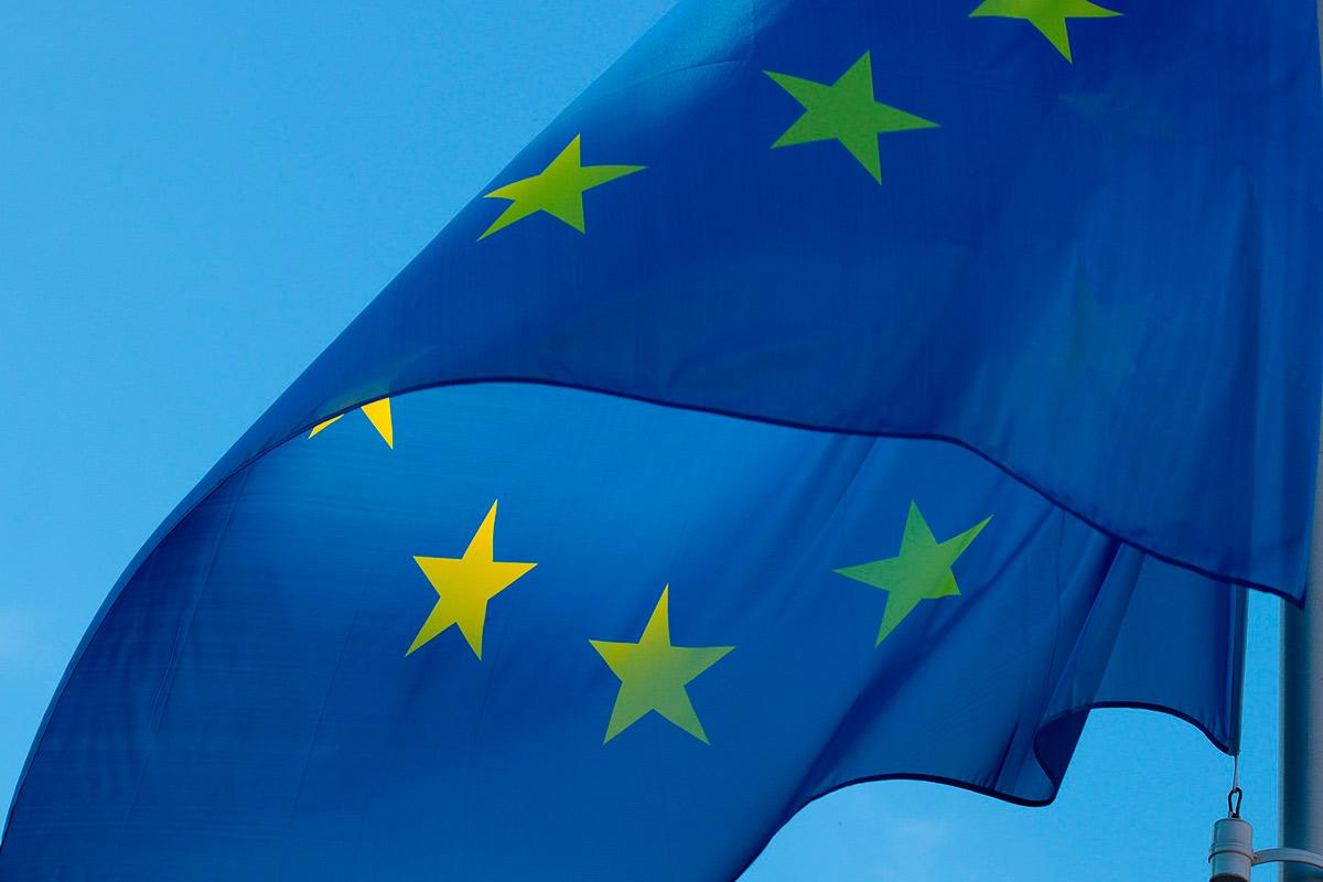 Euroopan unionin lippu liehuu