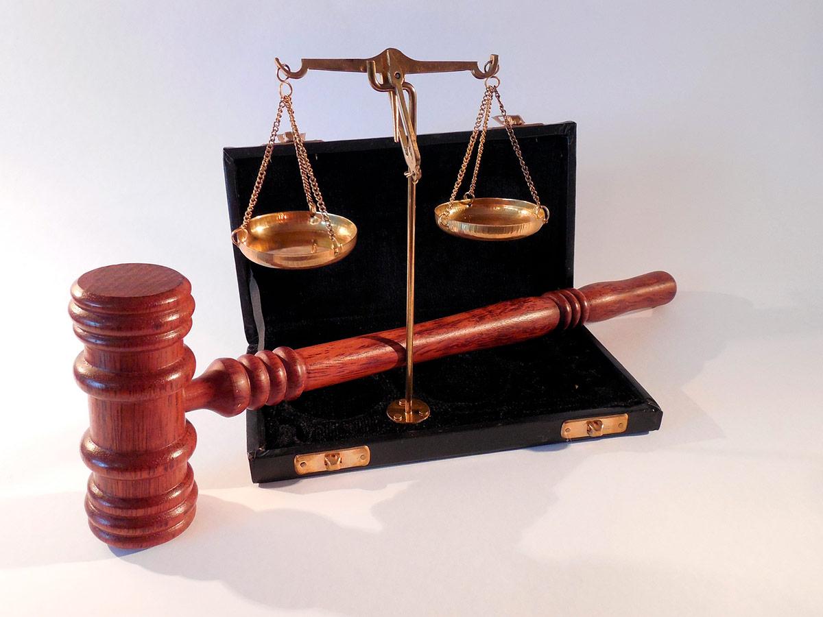 Laki & oikeus, vaaka ja vasara