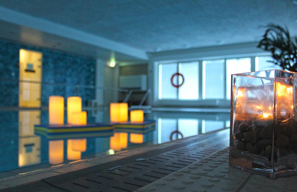 Meri-Karinan hyvinvointikeskuksen uima-allas. Avaa kuva isompana.