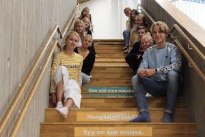 Syvälahden koulun tukioppilaat vastaanottivat nikotiinittomuutta tukevat kampanjamateriaalit